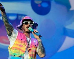 J Balvin recibe su primer  American Music Awards